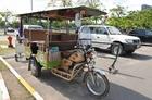 カンボジア版タクシー「トゥクトゥク」