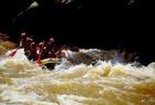 激流グレード3-4のパダス川ラフティング