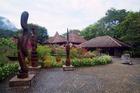 サンツボン山の麓にあるサラワク文化村