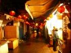 レトロな雰囲気溢れる赤い提灯街