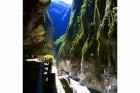 立霧渓が大理石の岩盤を侵食して形成された大渓谷