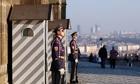 プラハ城の王宮を守る近衛兵