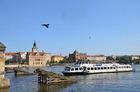 クルーズでのんびりとチェコの首都を観光