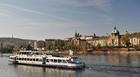 美しい街並みの向こうにプラハ城が見える