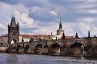 プラハを流れるヴルタヴァ川に架かるカレル橋