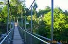 つり橋を渡って別世界へ
