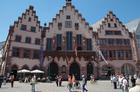 歴史的中心地「レーマー広場」と旧市庁舎