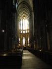 荘厳な雰囲気のケルン大聖堂内