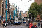 アムステルダムの街をぬうように走るトラム