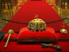 ハンガリー国会議事堂ドーム内部に鎮座する王冠