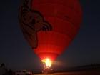 夜明け前の気球も幻想的