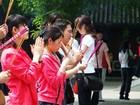 雍和宮で祈りを捧げる人たち