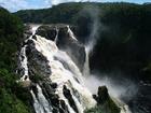 迫力のバロン滝は、キュランダ列車のバロン滝駅で見れる