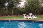 ホテルにはプールがついています
