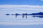 鏡張りのウユニ塩湖