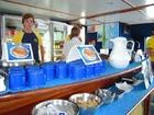 乗船中はコーヒー、紅茶などご自由にどうぞ