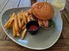 ウッディーな雰囲気がナイスなバッフェ会場のレストラン