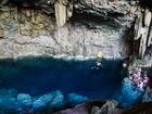 透明度抜群の洞窟で泳いでみよう
