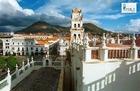 バラエティ豊かな高山都市、ラパスの街並み。