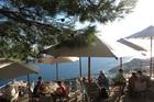 スルジ山頂レストランはロープウェイで登ります