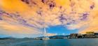 ケアンズの穏やかな海と海岸線の景色と美しいサンセット