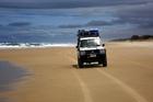 砂の島で、大興奮の4WDビーチサファリを満喫!