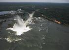 約90メートルの最大の滝 「悪魔の喉笛」