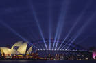 レーザーも登場、シドニーの夜が豪華絢爛に彩られる