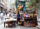 骨董品などがあふれるキャットストリート
