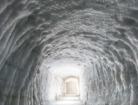世界でも最大級のラングヨークトル氷河の洞窟
