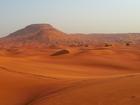 大都会ドバイから少し行くとそこは一面の砂漠地帯!