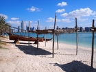 アラビア湾とアブダビの街の美しい景色もお楽しみください