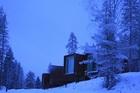 大自然の中で泊まれる夢のツリーハウスホテル