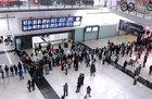 専用車で市内に向けて香港国際空港を出発!
