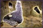 洞窟内の鉱石は自然の美しさそのもの。