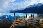 遊歩道から氷河を観察、写真撮影を忘れずに。