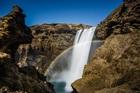 その水量と迫力に圧倒されるスコゥガフォスの滝