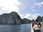 乗船中、ピピ島の風景を楽しめます。