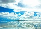 ウユニ塩湖の鏡張りに浮かぶ塩のホテル「プラヤブランカ」