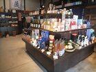 売店ではお好みの日本酒をお探しください。