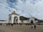 カトリック教徒の多いボリビアでは、みんな熱心に教会へ通います