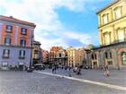 美しいナポリの町、プレビシード広場