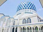 青と白のコントラストが美しいマレーシアのブルーモスク
