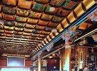 本堂内陣の豪華絢爛な天井絵は必見です!