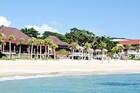 ビーチが目の前という贅沢な立地のリゾートホテル「ばしゃ山村」。