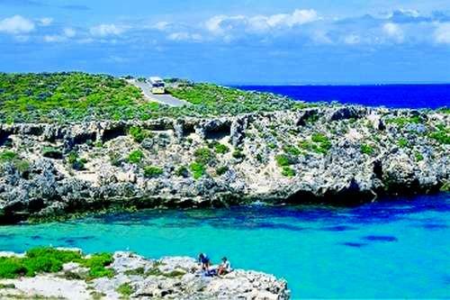政府に厳しく管理された美しい島