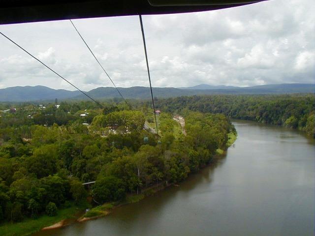 熱帯雨林を眺めながらキュランダへ