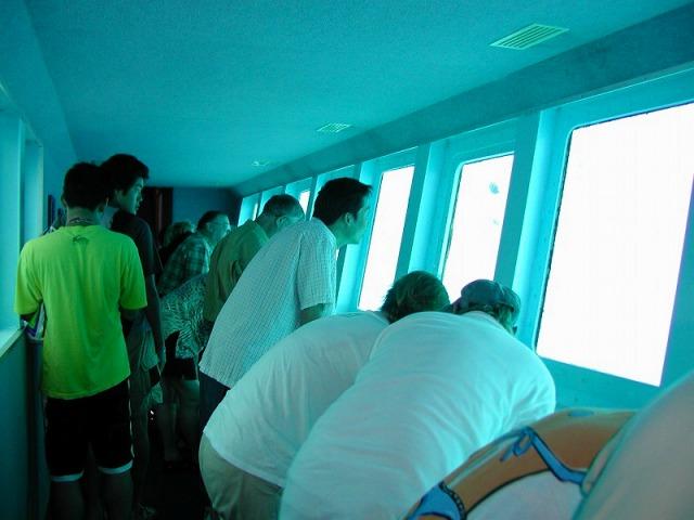 ポンツーン内にある水中観測室