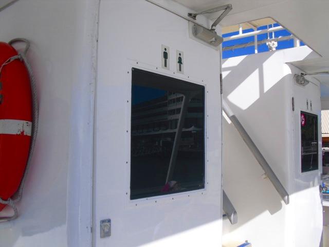 船には水洗トイレも完備。