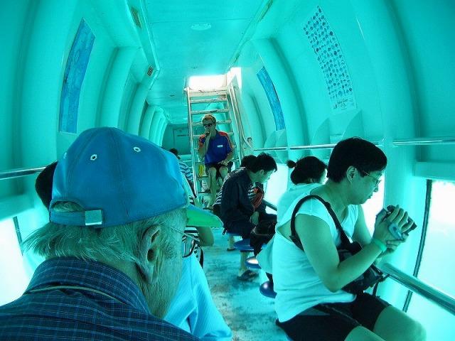 半潜水艦ツアー